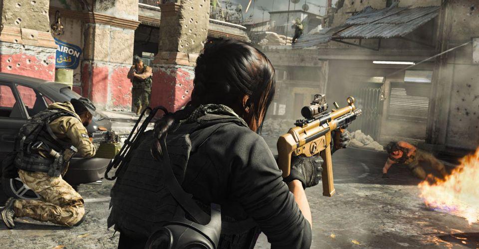 Call of Duty: Modern Warfare Player Grows Third Arm To Climb Rope
